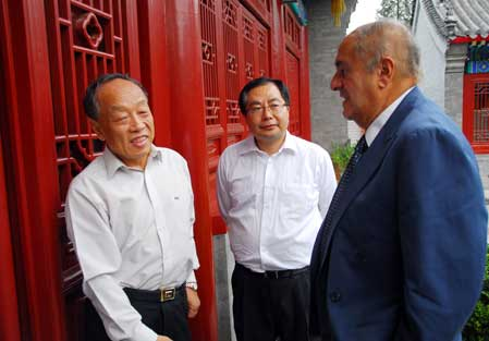 Leon H. Charney, Former Special Envoy of Middle East affairs under the American president,is talking with Chinese Foreign Minister Li Zhaoxing, and the Executive Vice Chairman of APECF Xiao Wunan