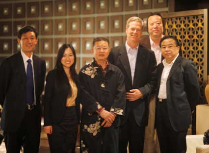 Mr.Rockefeller (L3); Wang Jingdong (L1), Director of the Personnel Bureau of China National Development; Zeng Laide (L3), Principal of the Chinese Painting and Calligraphy Institute; Huang Yue (R1), famous painter; and Yu Wangbo, Chairman of Vanion Investment Group