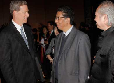 Mr. Rockefeller (L), Lin Guangyang (M), Reuters China Specialist Correspondent, and Mr. Zhang Dahua, famous painter