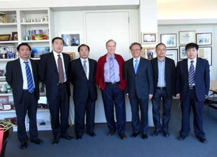 (Peterson Institute for International Economics)A visit to the Peterson Institute for International Economics, accompanied by Mr. Zhang Shaogang (second from left), Minister Counselor, Embassy of the PRC in Washington D.C., U.S.A..