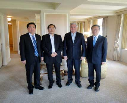 American Jewish leader and Co-chairman of APECF Jack Rosen (2nd from right) meet with Mr. Wei Jianguo (1st from right ), Mr. Xiao Wunan (2nd from left ) and Mr. Pian Yunlai (1st from left )